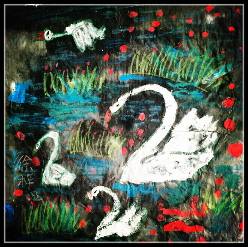 作品点评:这是一幅重彩画少儿美术作品,背景的墨色很好的衬托出天鹅
